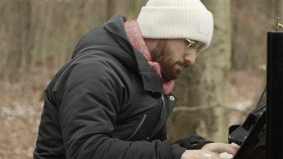 Igor Levit spielt im Dannenröder Forst