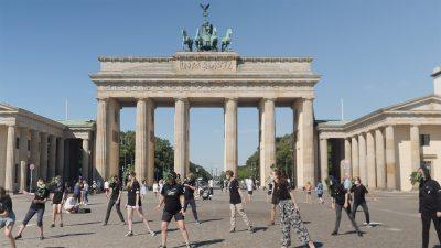 Greenpeace Jugend tanzt zur Erinnerung an Hiroshima